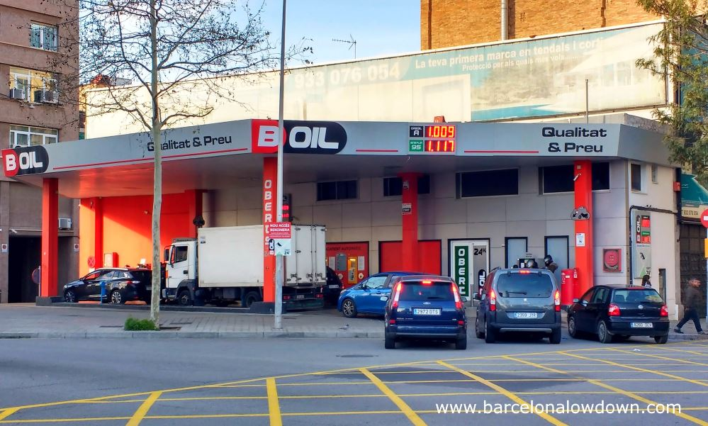 Cars and trucks queueing up for cheap petrol and diesel at Boil, the cheapest petrol station in Barcelona
